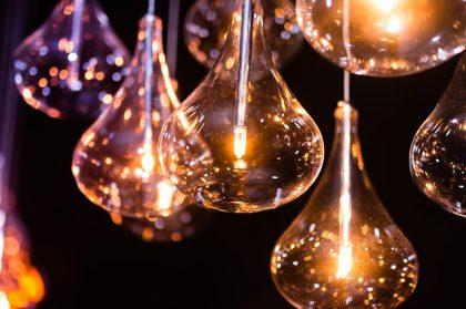 איך לבחור גופי תאורה לבית?